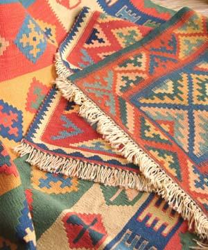 カシュカイ族の草木染キリム