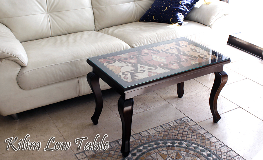 キリムのテーブル